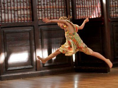 (Français) L'enfant, le jeu, le rythme et la danse