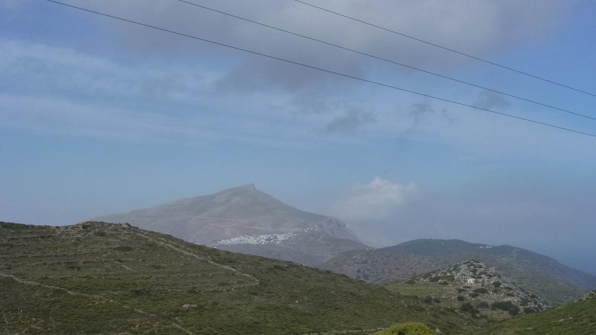 Traversée par une chaîne montagneuse qui culmine à 821m